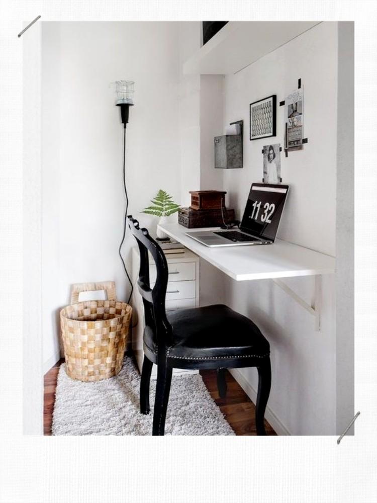 bureau avec des équerres