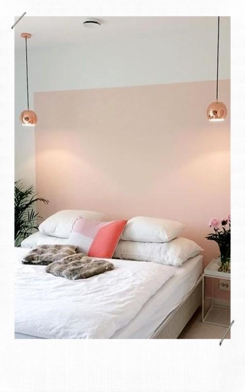 tête de lit avec de la peinture