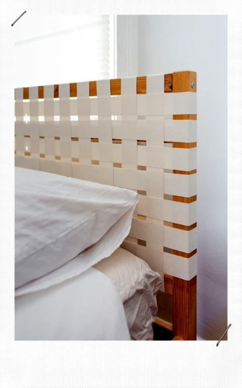 tête de lit avec des bandes