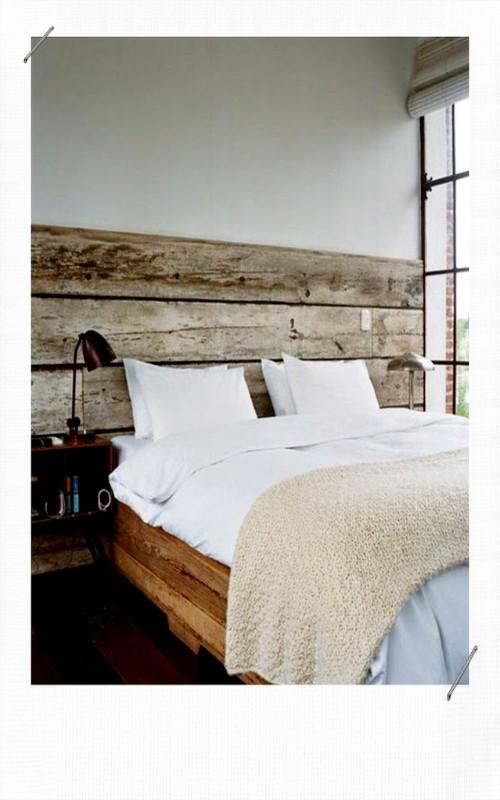 Tête de lit avec du parquet