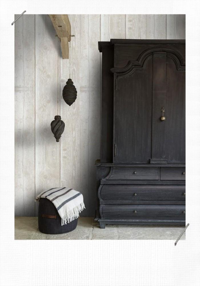 armoire rustique noire
