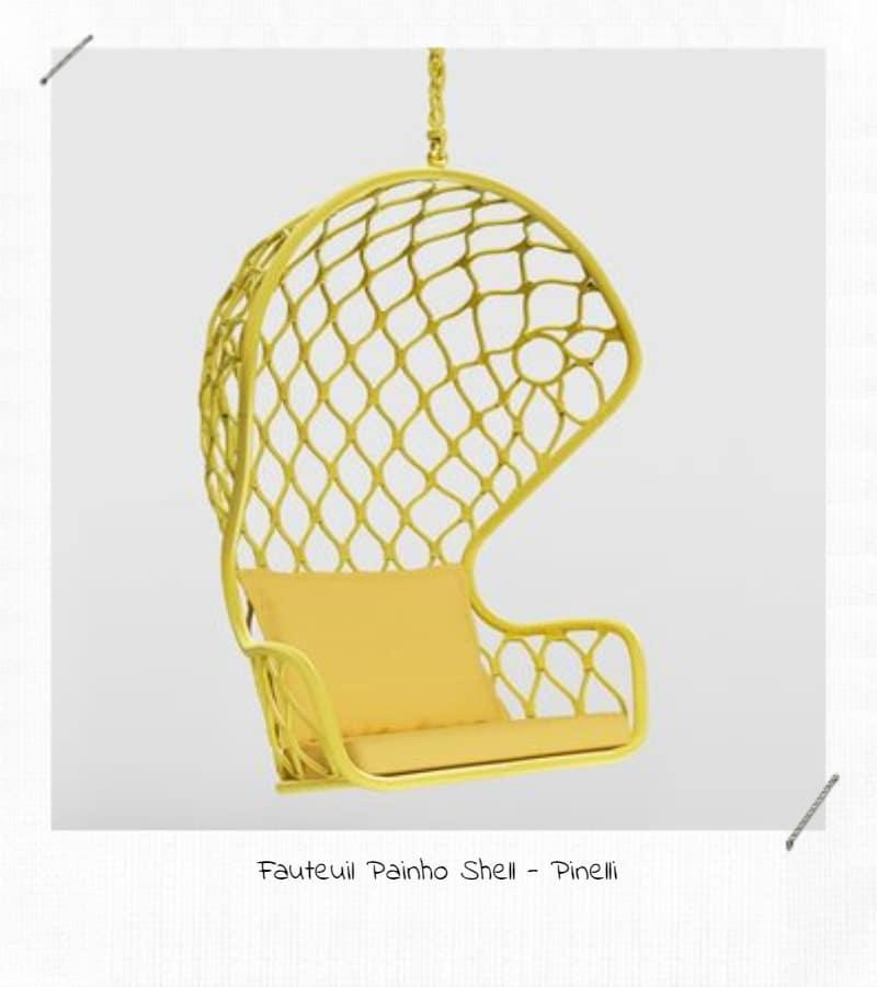 Un fauteuil suspendu dans sa déco